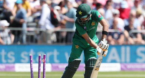 Babar Azam out Chris Woakes England Pakistan PA