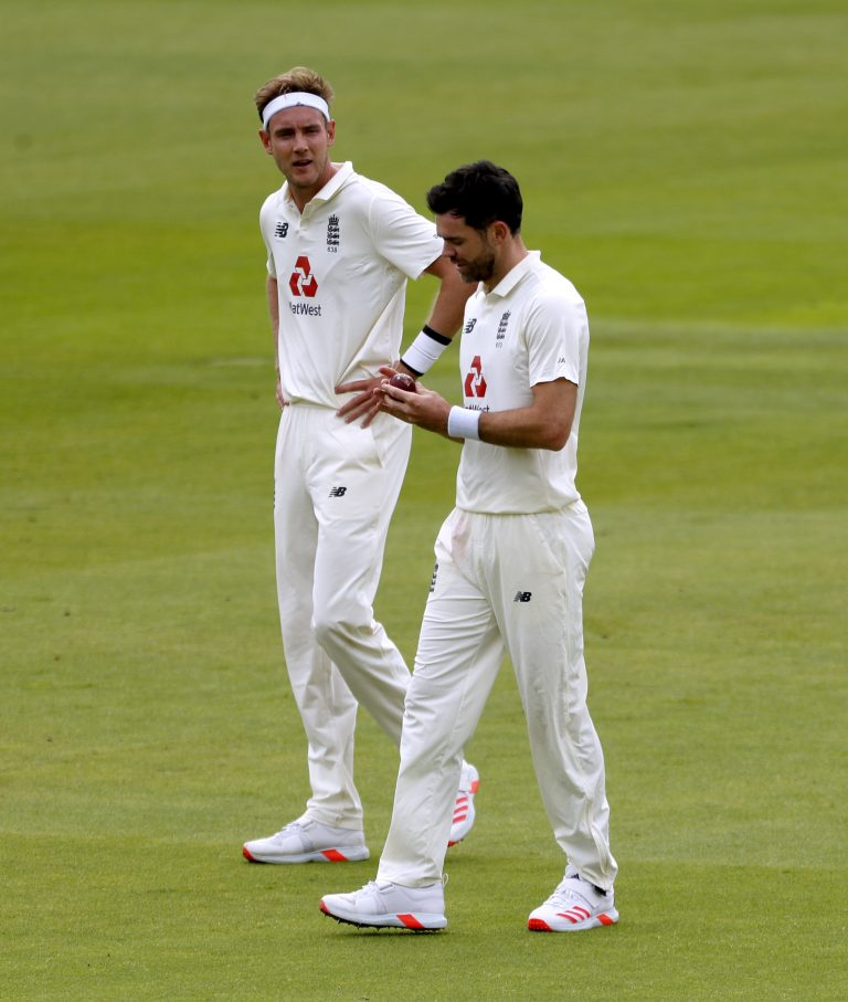 James Anderson, right, had a frustrating first day against Pakistan
