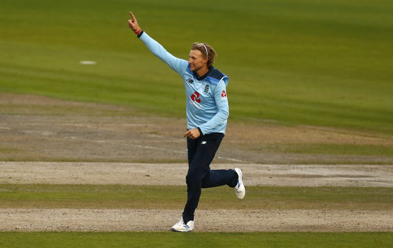 Joe Root again starred with bat and ball for Yorkshire but they were unable to reach the last eight of the Vitality Blast