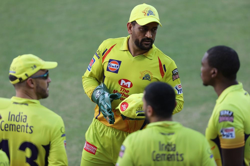 Dhoni CSK HUssey