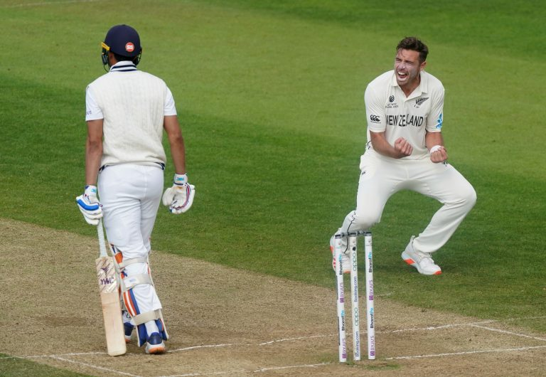 Tim Southee, right, celebrates the wicket of Shubman Gill