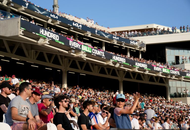 More than 18,000 fans watched the start of the mens competition