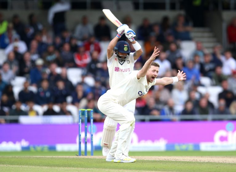 Ollie Robinson unsuccessfully appeals for the wicket of Virat Kohli